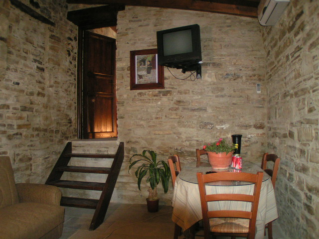 All living areas in our holiday houses are equipped with color tv and aircon, CLICK TO ENLARGE
